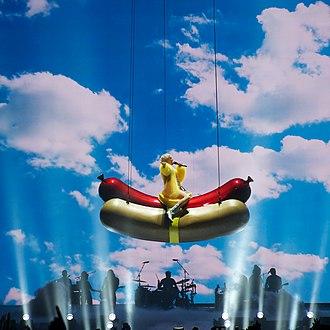 """Bangerz Tour - Cyrus performing """"Someone Else"""""""