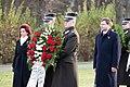 Ministru prezidents Valdis Dombrovskis piedalās svinīgajā vainagu nolikšanas ceremonijā Rīgas Brāļu kapos (8174965041).jpg