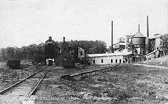 Waukon, Iowa - The Mississippi Valley Iron Co. ore processing plant in 1918.
