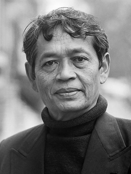 Mochtar Lubis, seorang jurnalis ...Mochtar Lubis, seorang jurnalis Indonesia dalam perjalanannya ke Belanda pada 5 April 1979. (Wikicommons)