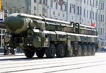 Un SS-25 Sickle russo su rampa mobile stradale