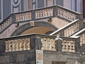 San Paolo Maggiore - Image: Napoli San Paolo Maggiore Particolare Scalinata