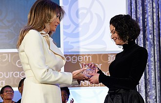 Acid throwing - Natalia Ponce de León (right), survivor of a 2014 acid attack, receiving an award for her activism for other survivors