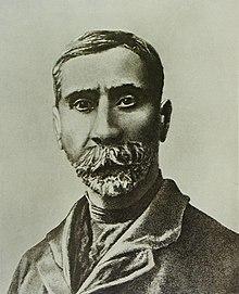 ロシアの「アンリ・ルソー」とも呼ばれているそうです。貧困のうちに死去するほど生前認められることはなかったそうです。作品集も発売されているので、ご興味のある方は是非。グルジアで発行されている1ラリ紙幣に肖像が使用されています。