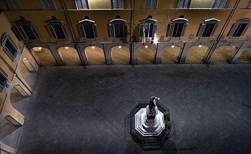 Notturno in piazza del Comune.jpg