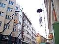 Nové Město, Na zbořenci, visící sochy.jpg