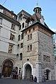 Old gatebuilding at Geneva with impressive clock - panoramio.jpg