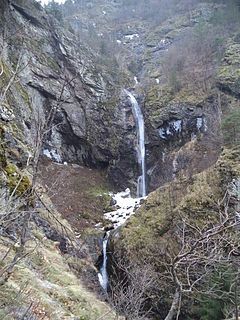 Ovcharchenski-Waterfall-20140101.jpg