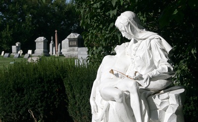 Oxford, Indiana cemetery statue.png