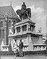 Párosa portré a Szent István szobornál (Stróbl Alajos, 1906.). Fortepan 14500.jpg