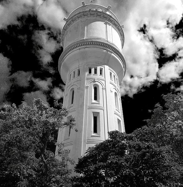 Fichier:P1270408 Paris XVIII rue du Mt-Cenis chateau eau rwk.jpg