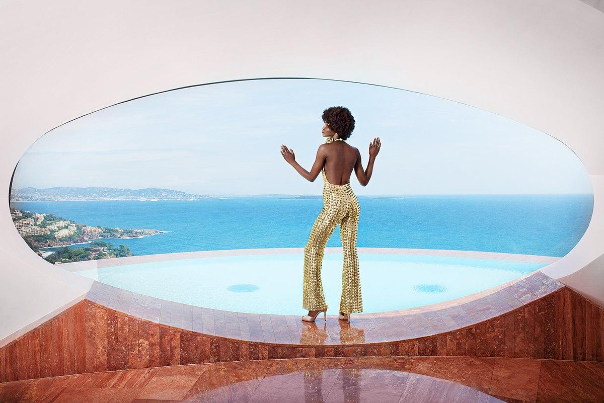 Вилла Пьера Кардена выставлена на продажу за 410 000  000.00 USD