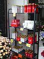 Pantin cimetiere parisien marchand de bougies (2).JPG