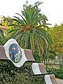 Parc Güell, tàpia i palmera.jpg