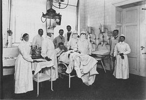 Paul Zweifel - Zweifel and his operations team at the Frauenklinik Leipzig (1905).