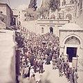 Pelgrims op Goede Vrijdag op weg in de Via Dolorosa in Jeruzalem, Bestanddeelnr 255-9826.jpg