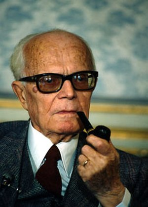 Pipe smoking - Sandro Pertini smoking a pipe.