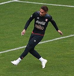 Guerrero treinando com a Seleção Peruana na Copa do Mundo na Rússia. e77ebb9d8e67e