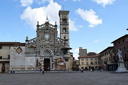 Piazza del Duomo - Prato 03.jpg
