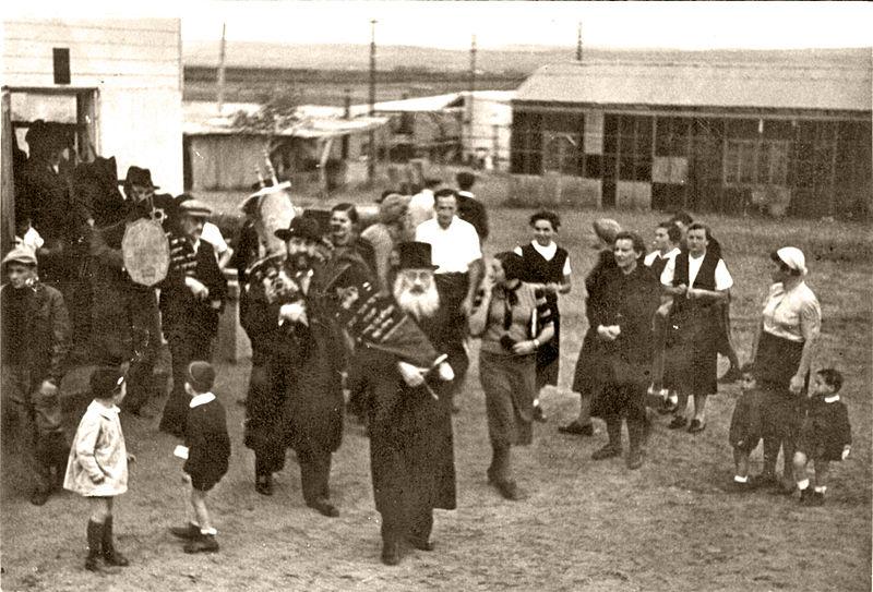 הכנסת ספר תורה - רודגס, פתח תקוה 1939