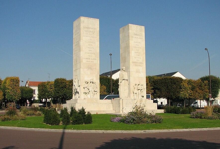 Place de la Loi, Gendarmerie war memorial, Versailles (France)