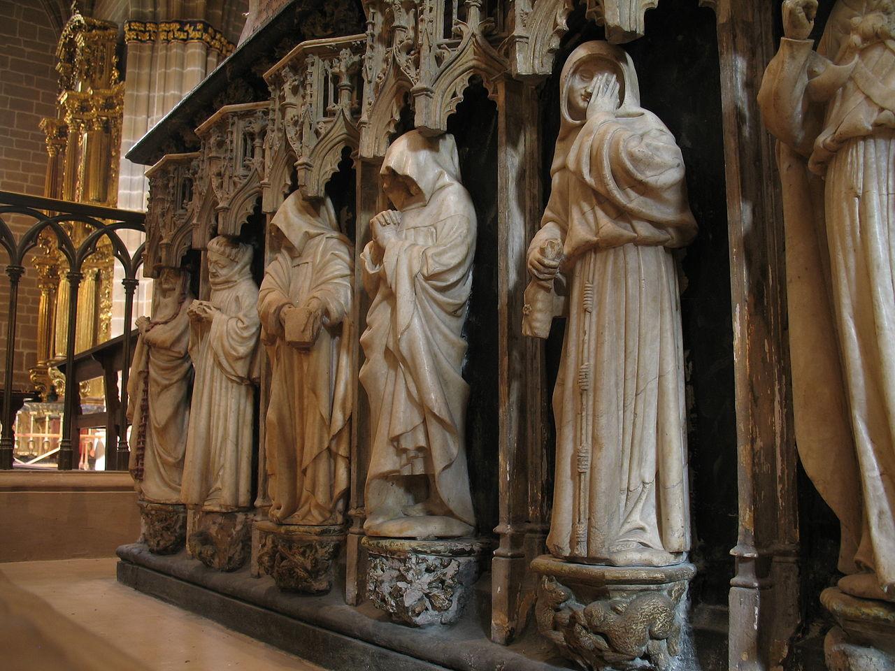 Archivo:Plorantes del sepulcro de Carlos III el Noble.JPG - Wikipedia, la enciclopedia libre