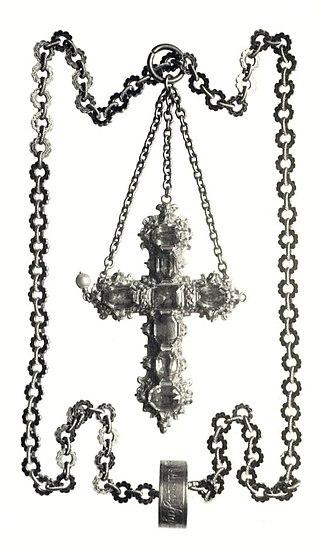 Royal Casket - Image: Poland Cross on a chain of Anna Jagiellon