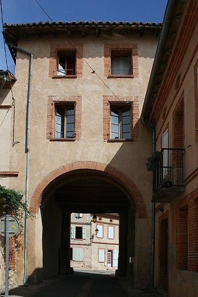 Porte Vauraise vue de l'intérieur du vieux village