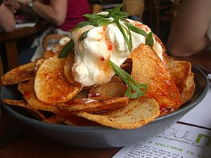 Sour cream - Crisp potato skins with sour cream and chili sauce