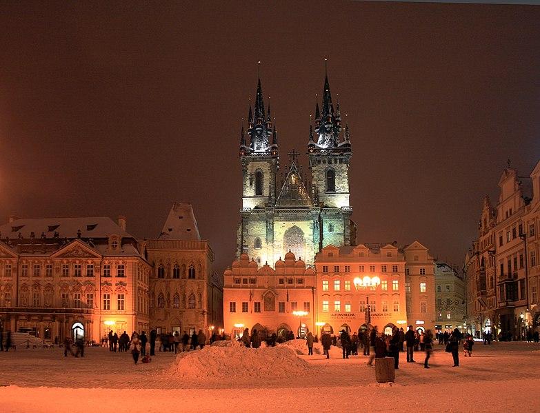File:Praha Staromák sníh 2010 1.jpg