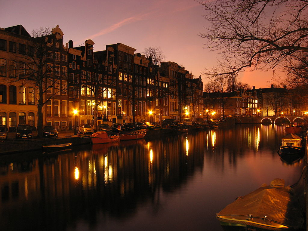 Canali District di Amsterdam, qui prima serata Prisengracht. Foto Aforaseem.
