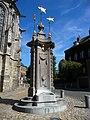 Puits de la place du Chapitre, à Mons, Belgique.JPG