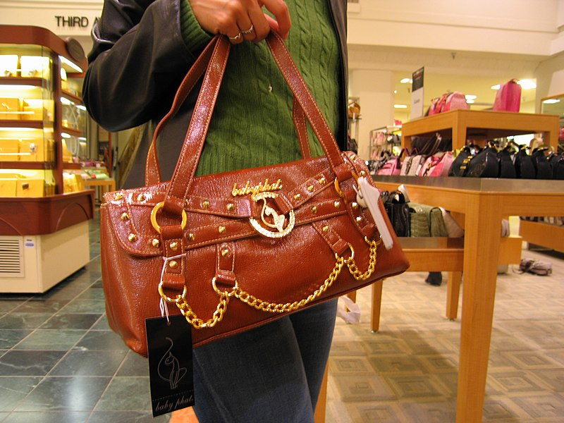 Ficheiro:Purse Shopping at Bon Macys2.jpg