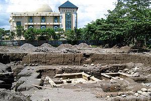 Kimpulan - The Pustakasala Hindu temple excavation site, nearby is the Indonesia Islamic University Ulil Albab Mosque.