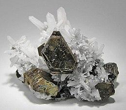 Pyrrhotite-Sphalerite-Quartz-195225.jpg