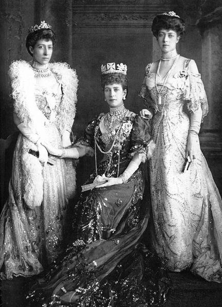Nietos y bisnietos de Victoria 432px-Queen_Alexandra-Louise_and_Victoria