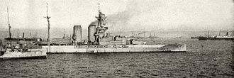 HMS Queen Elizabeth (1913) - Queen Elizabeth, in her original configuration, in 1915