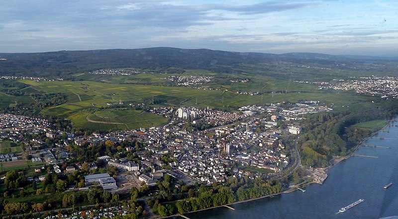 File:Rüdesheim und Geisenheim im Rheingau - panoramio.jpg