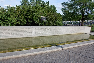 Reflecting pool at Robert F. Kennedy grave in Arlington National Cemetery.jpg