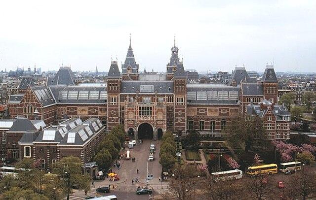 https://upload.wikimedia.org/wikipedia/commons/thumb/0/00/Rijksmuseum1.jpg/640px-Rijksmuseum1.jpg