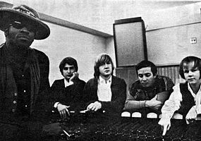 Rising Sons v roce 1966. Zleva: Taj Mahal, Jesse Lee Kincaid, Gary Marker, Ry Cooder a Kevin Kelley.