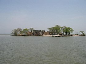 Île James et ruines du fort Saint-Jacques en 2004