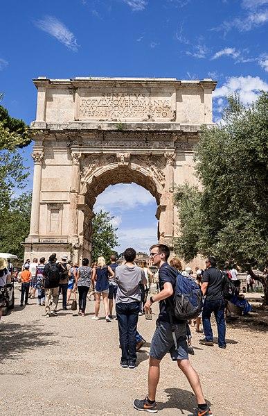 File:Roma Arco di Titus01.jpg