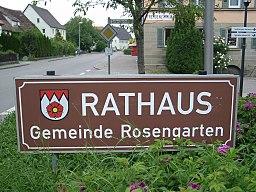 Wappentafel neben der B19 im Ort Uttenhofen der Gemeinde Rosengarten am Kocher