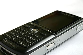 Sony Ericsson K750 - right side ; shows: camera button, volume up/down button