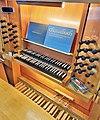Saarbrücken-Burbach, Matthäuskirche (Ott-Orgel, Spieltisch) (2).jpg