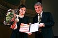 Sara Stridsberg mottar Nordiska Radets litteraturpris i Oslo av Dagfinn Hoybraten. 2007-10-31. Foto- Magnus Froderberg-norden.org.jpg