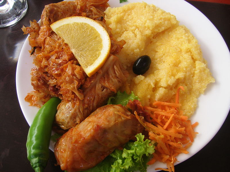 Romanian Food 800px-Sarmalute_mamaliguta