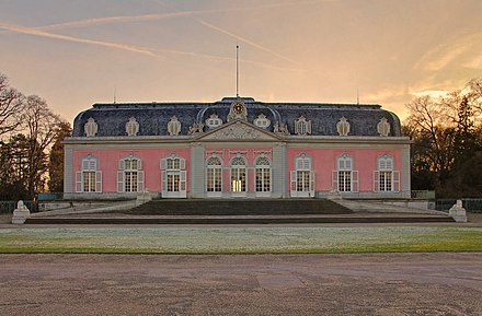 Benrath Palace, Corp de Logis Schloss Benrath Jan2012.jpg