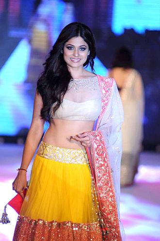 Lehenga - Image: Shamita Shetty walks for Manish Malhotra & Shaina NC's show for CPAA 05